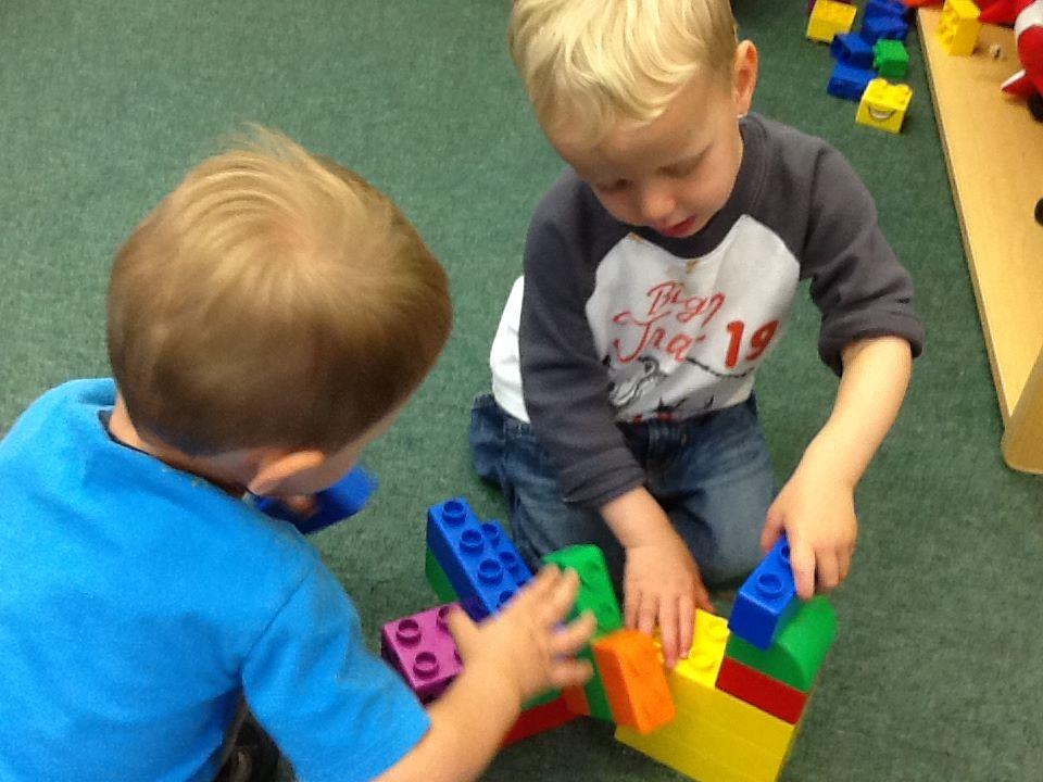 honey-tree-preschool-building-legos